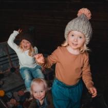 芬蘭 MYSSYFARMI KULTTI 孩童手工羊毛帽 (灰色粉色球球)